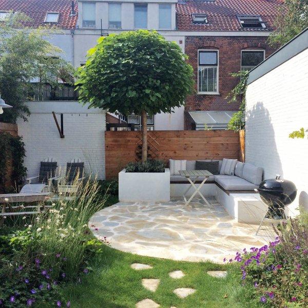 Flagstone mediterraan terras - zonnig, ontwerp De Tuinen van Renee Koen